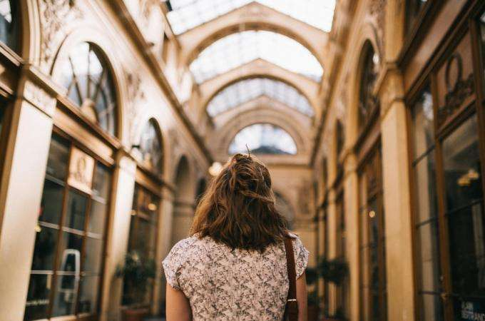 Shopping in the Parisian passages