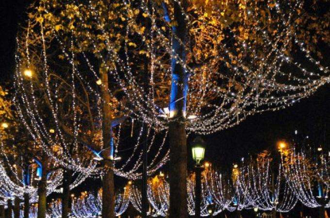Dream of a visit to the St. Germain and Champs Elysees Christmas markets!
