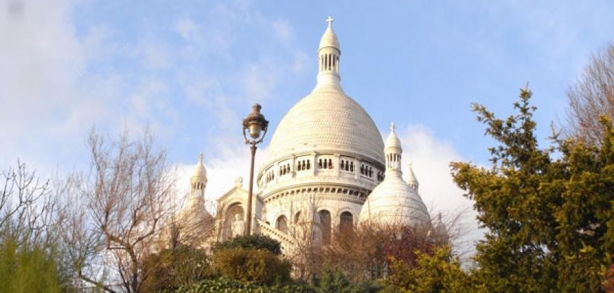 The Sacred Heart bascilica at five minutes from Montmartre Residence