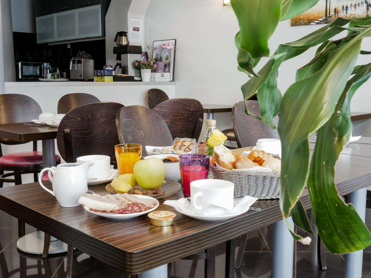 Hotel Bonsejour - Breakfast room