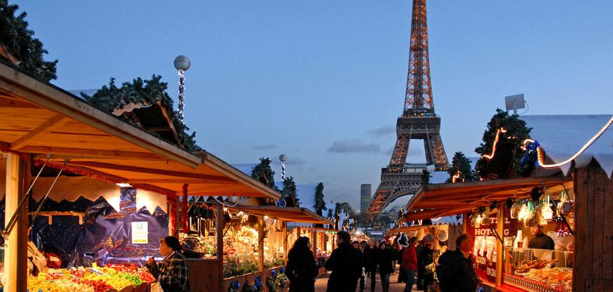 THE CHRISTMAS MARKET IS IN THE GARDEN OF THE TUILERIES