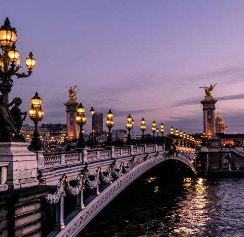 On Valentine's Day, discover the most romantic places in Paris for couples