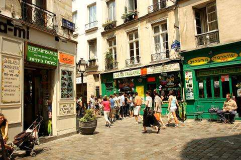 The Rue des Rosiers; a vibrant, gourmet-friendly and fashionable street