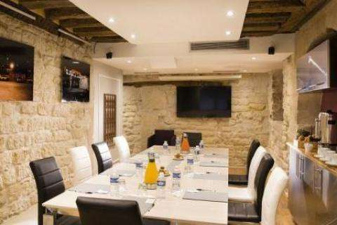Organise your business seminars at the Hotel Molay