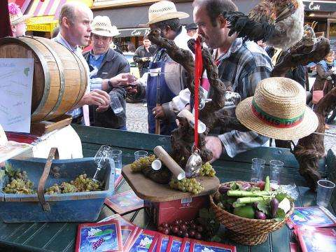 The Montmartre grape harvest festival in the colours of peace