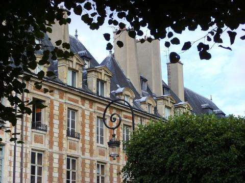 Discover the Maison Victor Hugo and the Place des Vosges