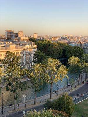 A magical and romantic stroll along the Canal Saint-Martin