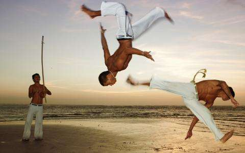 How can you practice the Brazilian martial art of Capoeira at the Pousada Capitù Imbassai?